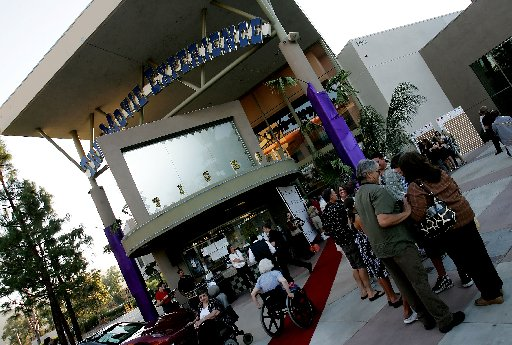 1005622 bytes; 2840 x 1916; ORG XMIT:  (09/17/08, Metro, Temecula)      A group of people gather outside the Movie Experience Th