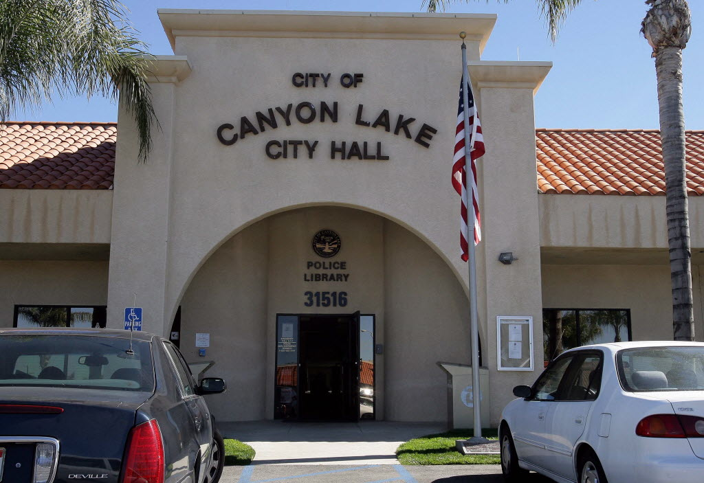 650596 bytes; 3036 x 2085; SCANYON22hFDB.jpg (02/12/11,Canyon Lake,Metro) Looking at Canyon Lake City Hall in Canyon Lake on 02