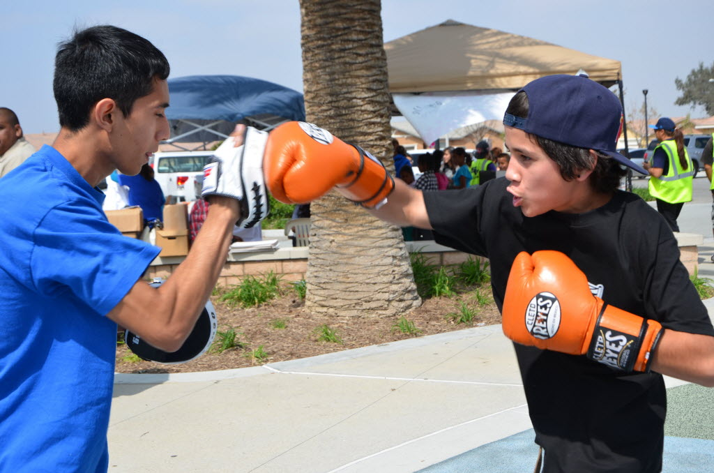 963203 bytes; 4928 x 3264; Angel Ochoa and Lenny Gamboa spar during the May Ranch Park cleanup and community resource fair. The