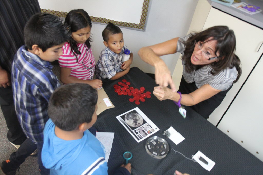 384142 bytes; 2592 x 1728; GATE teacher Jewel Mooneyham shows moon rocks and other objects on loan from NASA to students during